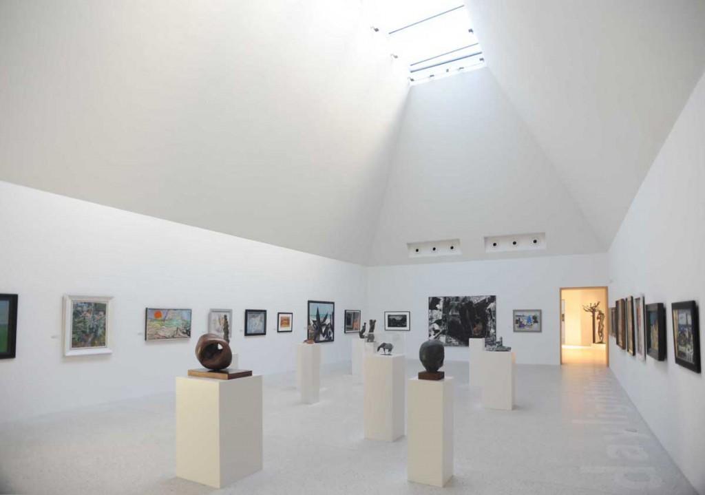 Innenraumaufnahme eines Ausstellungshauses.